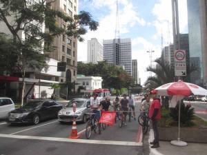 自転車レーン・パウリスタ通り(サンパウロ・ブラジル)