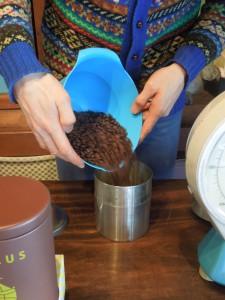 コーヒー缶3